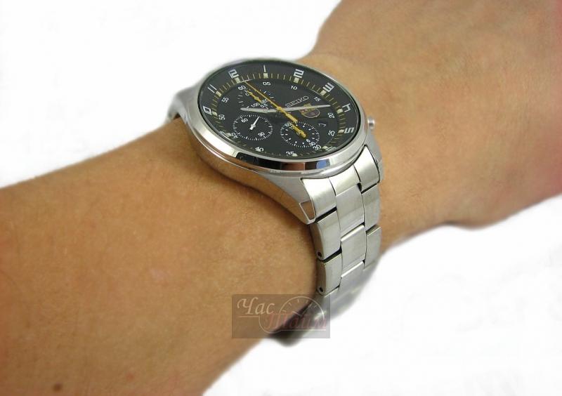 1973 - первые кварцевые часы с цифровым жидкокристаллическим дисплеем, затем были часы, которые совместили в себе